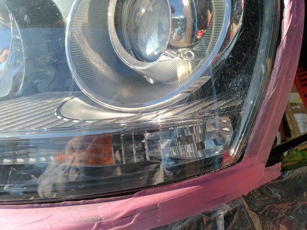 ヘッドライトへのクリア塗装の劣化をリペア
