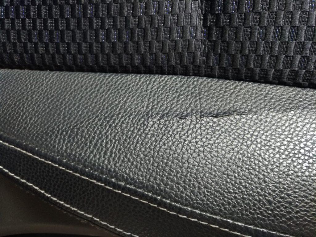 スバル 車の レザーシート に出来た 裂け を リペア