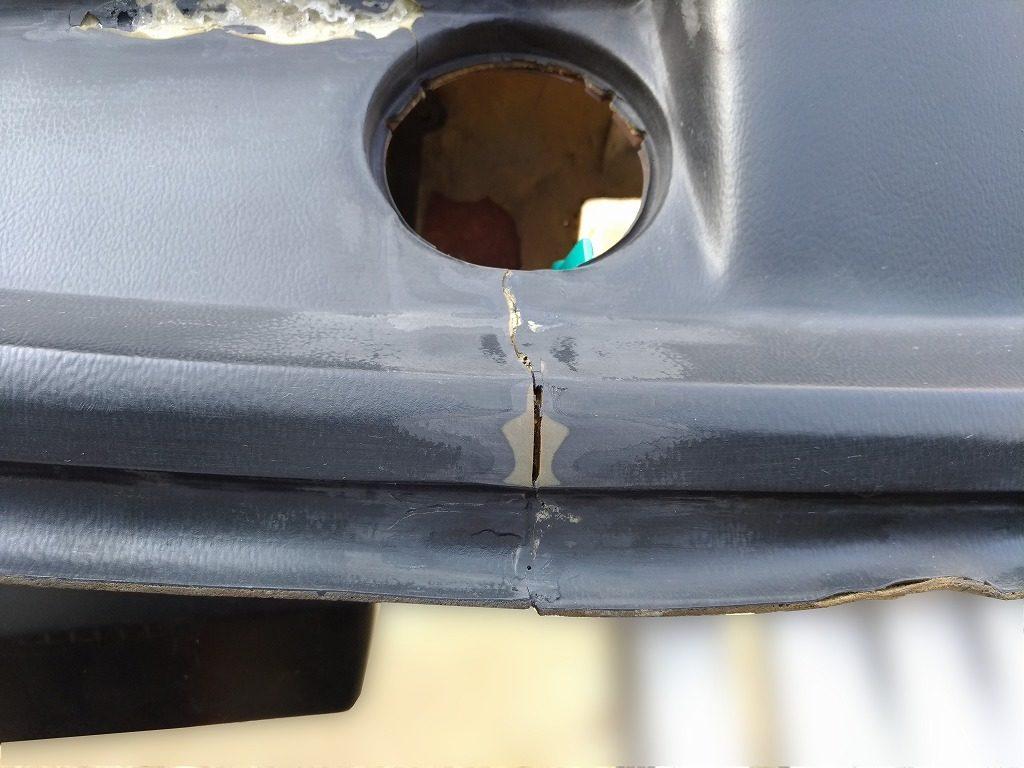 ダッシュボードのひび割れ修理 下処理