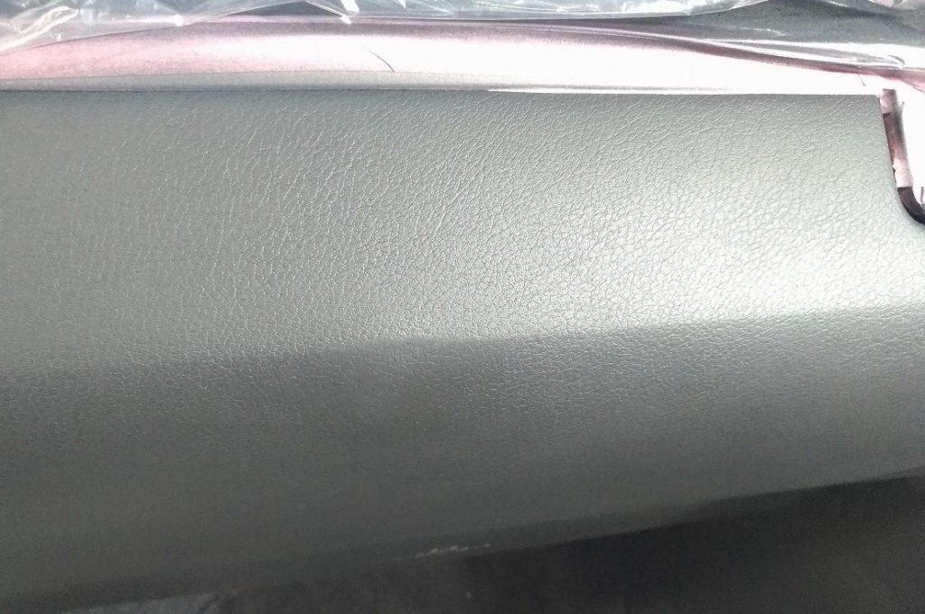 レクサス RX の グローブボックス の凹み を リペア