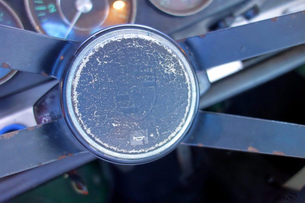 ポルシェ912 ハンドル ホーンボタン リペア
